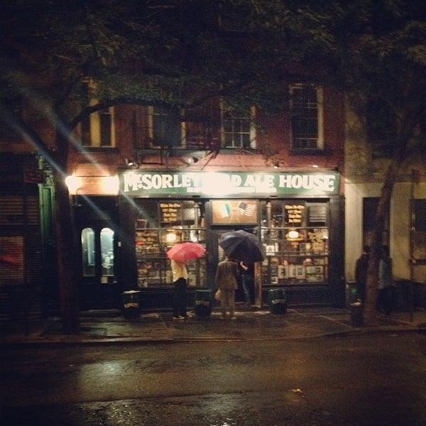 Photo prise au McSorley's Old Ale House par Katie R. le6/7/2013