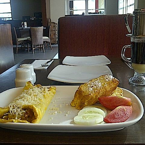 Photo taken at Pizza Hut by Chintia H. on 5/19/2014