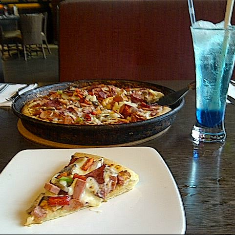 Photo taken at Pizza Hut by Chintia H. on 1/10/2014