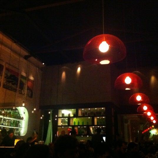 Foto tirada no(a) Meza Bar por Gabriele H. em 11/16/2012