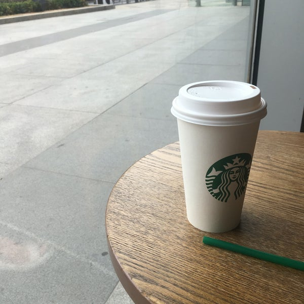 Photo taken at Starbucks (星巴克) by Galya T. on 7/4/2016