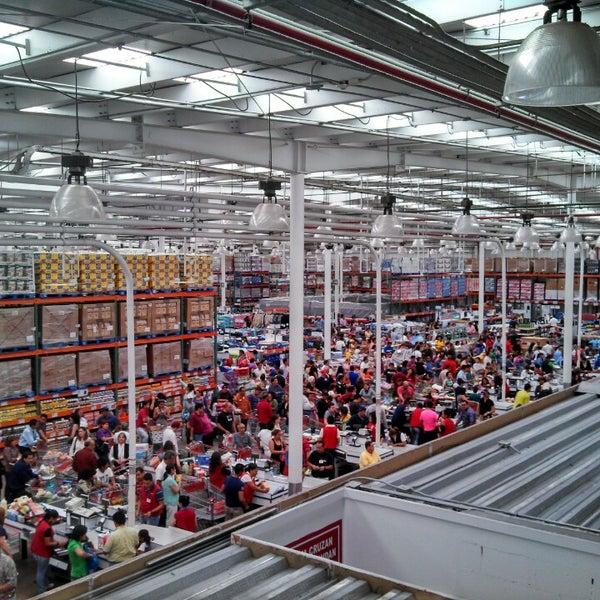 Big Box Store In San Pedro De Los Pinos