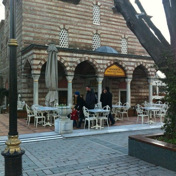Das Foto wurde bei Ayasofya Hürrem Sultan Hamamı von 🍀🍃🌴🍁🌺🌻🌾🍂🍀 am 1/20/2013 aufgenommen