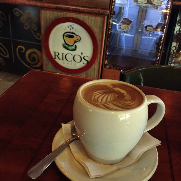 Foto tomada en Rico's Café Zona Dorada por  Frank S. el 11/8/2014