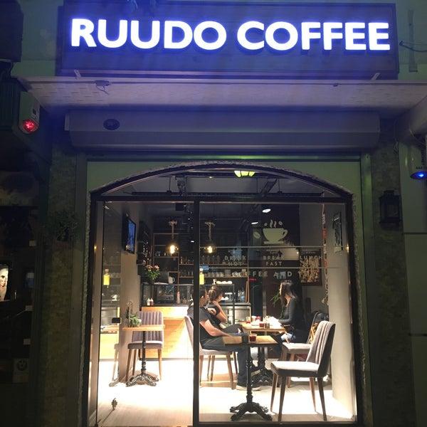 11/10/2016 tarihinde Özlem Ö.ziyaretçi tarafından Ruudo Coffee & Bakery'de çekilen fotoğraf