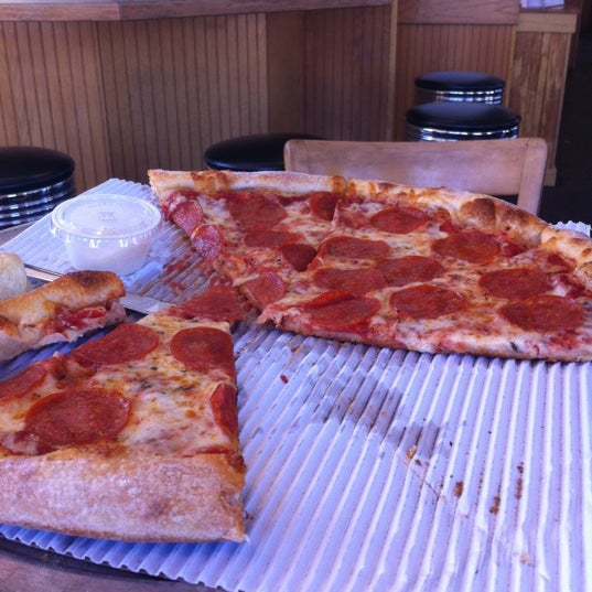 Photo taken at MamaDellas N.Y. City Pizzeria by Ron B. on 12/2/2012