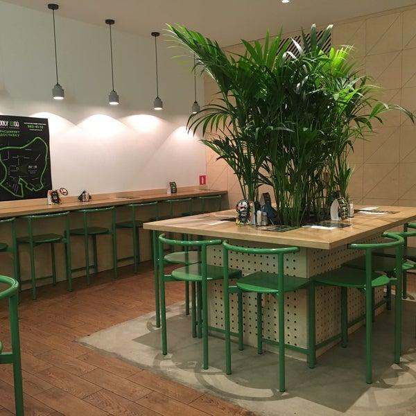 Снимок сделан в Joly Woo Стрит-фуд кафе вьетнамской кухни пользователем Ольга 😜 М. 9/22/2017