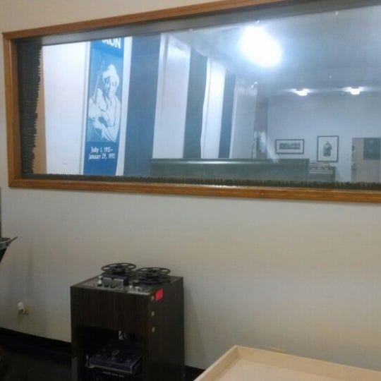 Photo taken at Willie Dixon's Blues Heaven Foundation, Historic Site of Chess Records by Andy B. on 9/2/2014