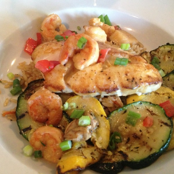 Hudson 39 s seafood house on the docks seafood restaurant for Fish seafood and raw bar hilton head