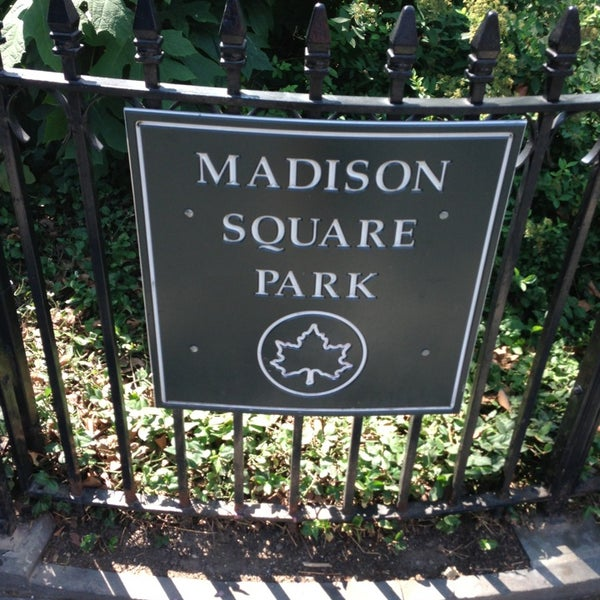 Foto diambil di Madison Square Park oleh Victor G. pada 8/21/2013