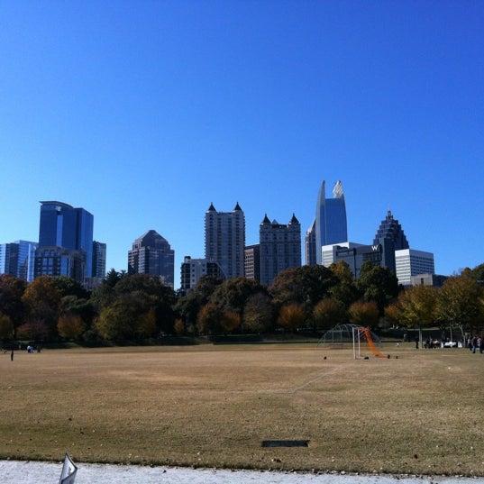 รูปภาพถ่ายที่ Piedmont Park โดย Rosemary S. เมื่อ 11/10/2012