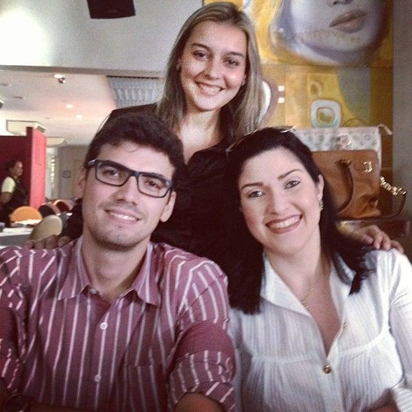 Foto tirada no(a) Limone Restaurante e Café por Isabela G. em 1/19/2013