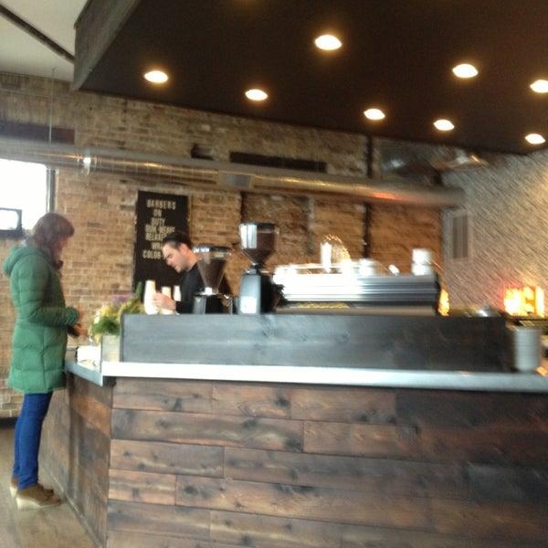 Foto tomada en Gaslight Coffee Roasters por Claudia P. el 12/19/2012