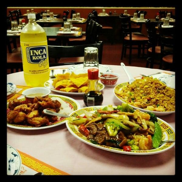 Photo taken at Chifa Du Kang Chinese Peruvian Restaurant by Anson Tou on 10/27/2012