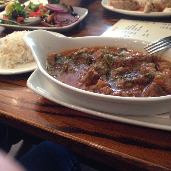 Photo prise au Makara Charcoal Grill & Meze par Ali Z. le5/23/2014