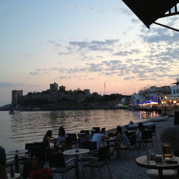 5/1/2013 tarihinde Hüseyin P.ziyaretçi tarafından Moonlight Cafe Bar'de çekilen fotoğraf