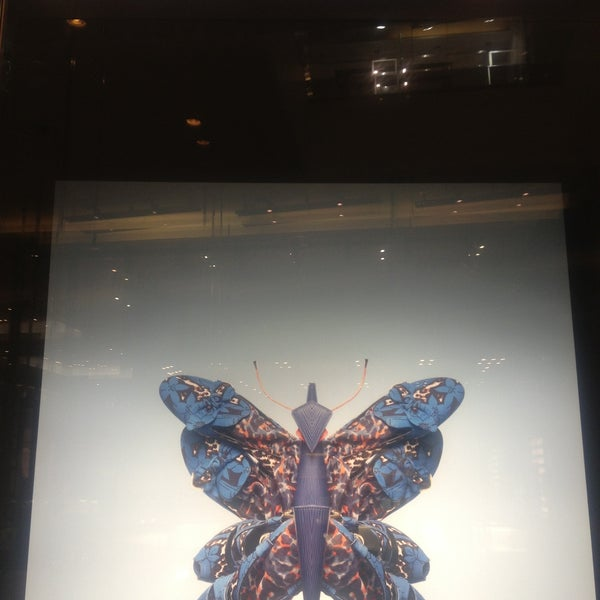 Photo taken at Louis Vuitton by Fabi A. on 4/21/2013