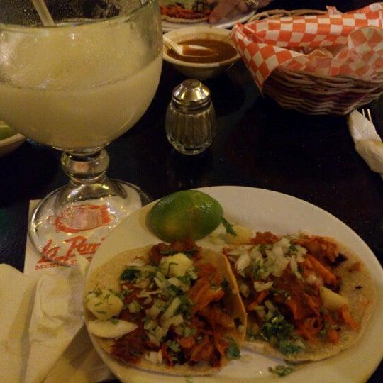 Foto tomada en La Parrilla Cancun por Anaid S. R. el 12/24/2012