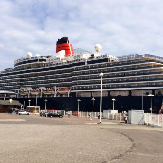 Cruise Center Warnem 252 Nde Pier In Rostock