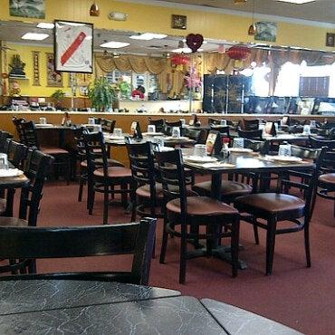 Photo taken at Chifa Du Kang Chinese Peruvian Restaurant by Anson Tou on 2/27/2011