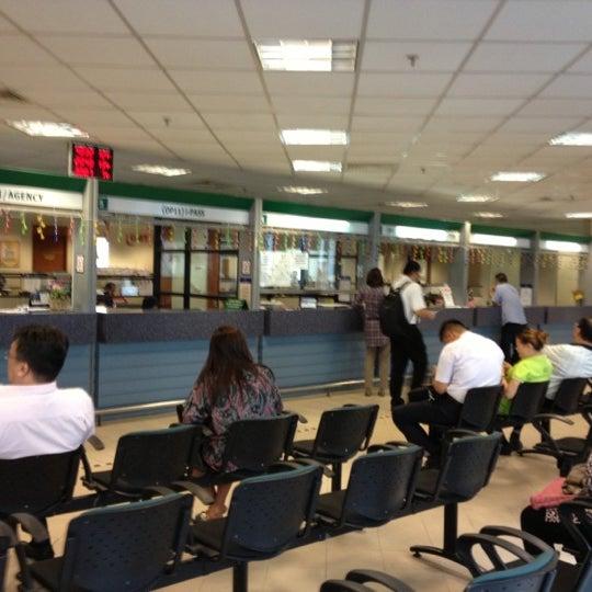 Photo taken at Jabatan Imigresen Malaysia by Murthi on 10/10/2012