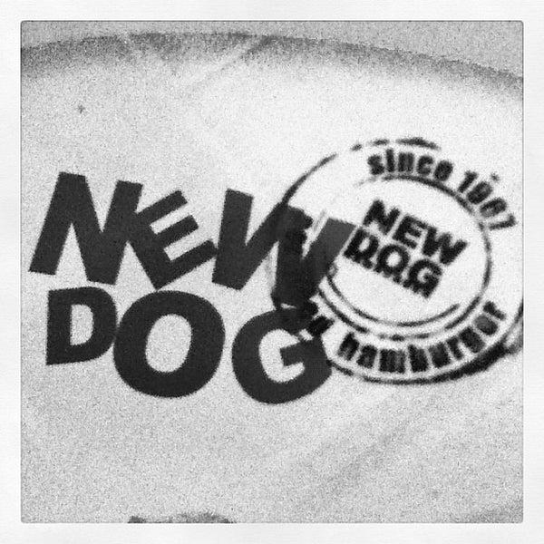 Foto tirada no(a) New Dog por Thais V. em 10/23/2012