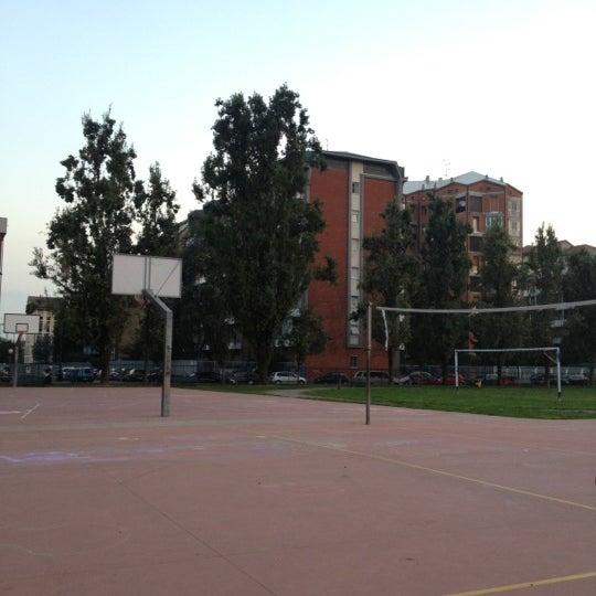 Campo sportivo anemoni campo di calcio in lorenteggio for Campo sportivo seminterrato