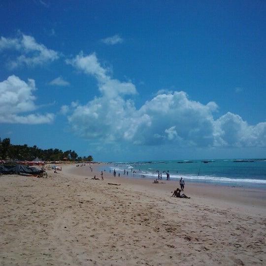 รูปภาพถ่ายที่ Praia de Guaxuma โดย Rayza S. เมื่อ 2/11/2013