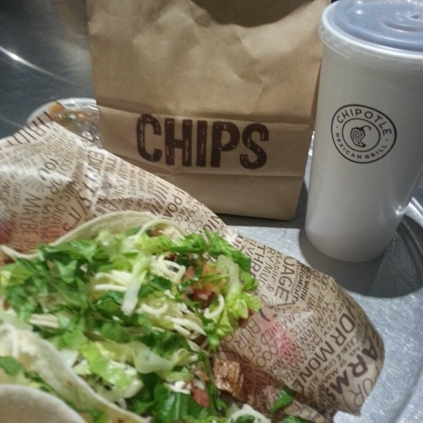 Photo taken at Chipotle Mexican Grill by Tony L. on 2/8/2014