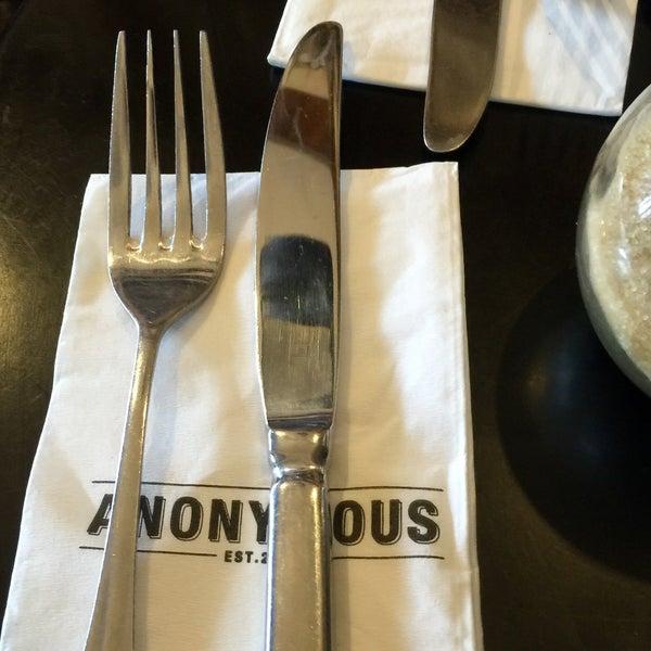 รูปภาพถ่ายที่ Anonymous Café โดย Stuart C. เมื่อ 7/11/2015
