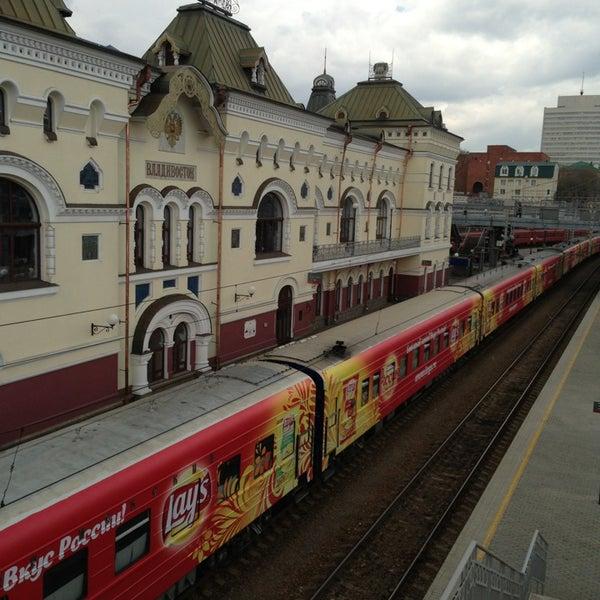 Photo taken at Железнодорожный вокзал Владивостока / Vladivostok Railway Station by Евгения on 5/22/2013