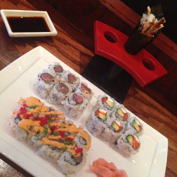 รูปภาพถ่ายที่ Samurai Sushi โดย Brian P. เมื่อ 5/13/2014