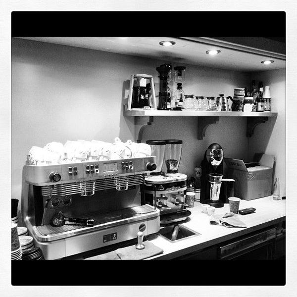 Das Foto wurde bei Die Kaffee Privatrösterei von Die Kaffee P. am 9/30/2012 aufgenommen