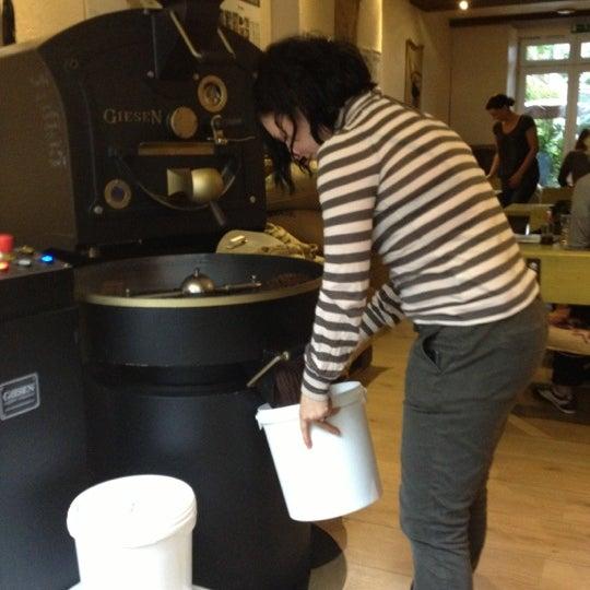 Das Foto wurde bei Die Kaffee Privatrösterei von Die Kaffee P. am 10/5/2012 aufgenommen