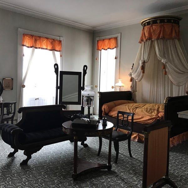 Photo taken at Bartow-Pell Mansion Museum by Avalon H. on 4/22/2017
