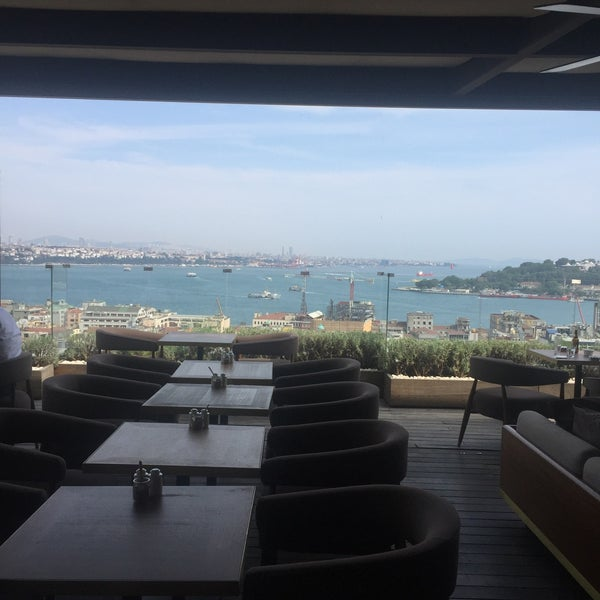 Photo taken at Georges & Bar Le Fumoir by Tunc B. on 5/24/2016