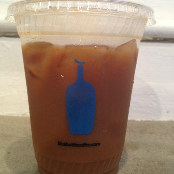 Снимок сделан в Blue Bottle Coffee пользователем Valerie T. 7/6/2013