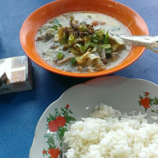Photo taken at Sop Kaki Kambing Sudi Mampir by Danni S. on 11/18/2014