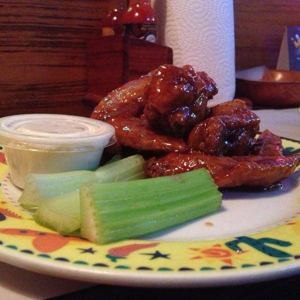 Prueba las Honey BBQ Wings, son deliciosas y si te gusta lo natural acompáñalas con una refrescante limonada granizada, buena combinación! :) ... los Mozarella Sticks deliciosos <3