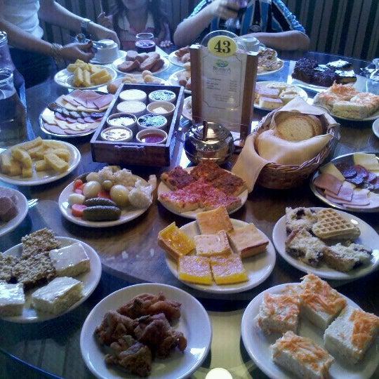 Foto tirada no(a) Bela Vista Café Colonial por Andre L. em 12/22/2012