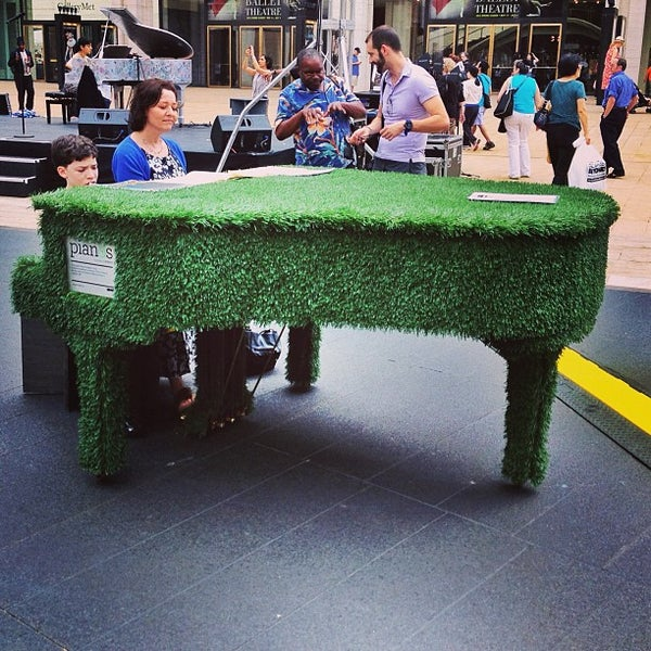 6/16/2013にJennがLincoln Center for the Performing Artsで撮った写真