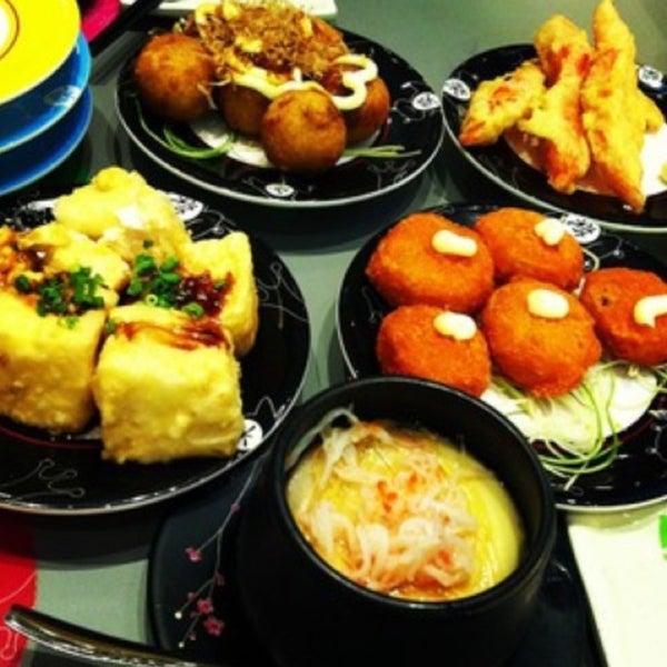 Photo taken at Sakae Sushi by Azlan A. on 2/6/2013