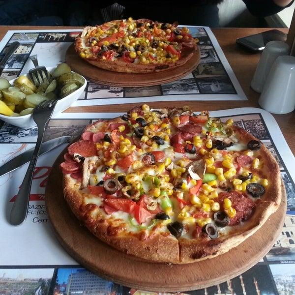 12/5/2013 tarihinde Emre K.ziyaretçi tarafından Pizza Uno'de çekilen fotoğraf