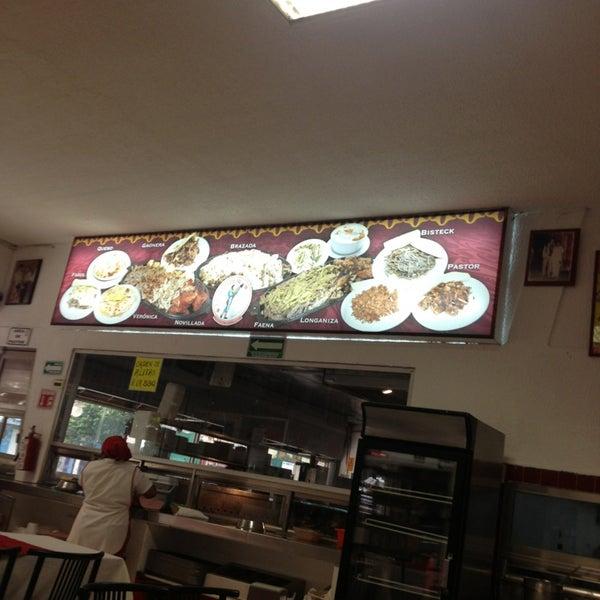 Foto tomada en Restaurante El Matador por Rafael D. el 2/15/2013
