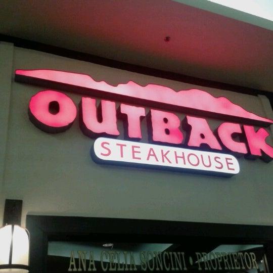 Foto tirada no(a) Outback Steakhouse por Robson C. em 1/10/2013