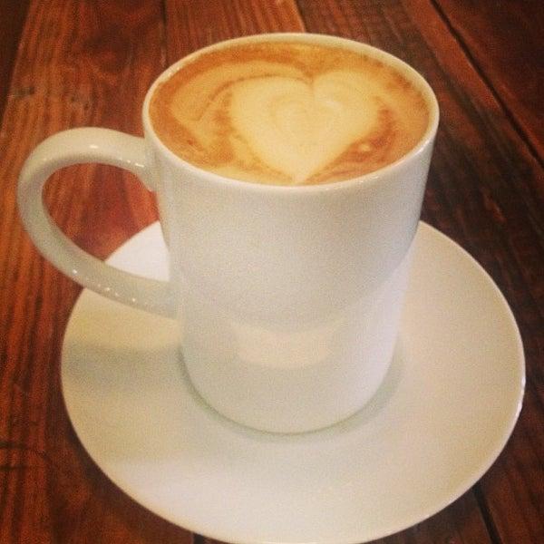 Foto tomada en Gaslight Coffee Roasters por Michelle P. el 3/24/2013