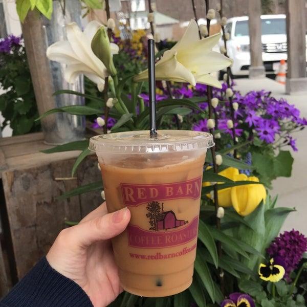 Foto tirada no(a) Red Barn Coffee At Angel's Cafe por Jesika M. em 4/13/2018