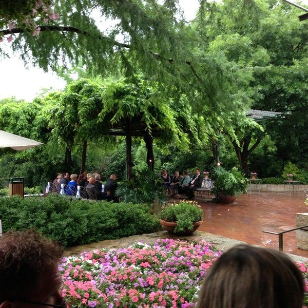 Foto tirada no(a) Dallas Arboretum and Botanical Garden por Katie C. em 5/25/2013