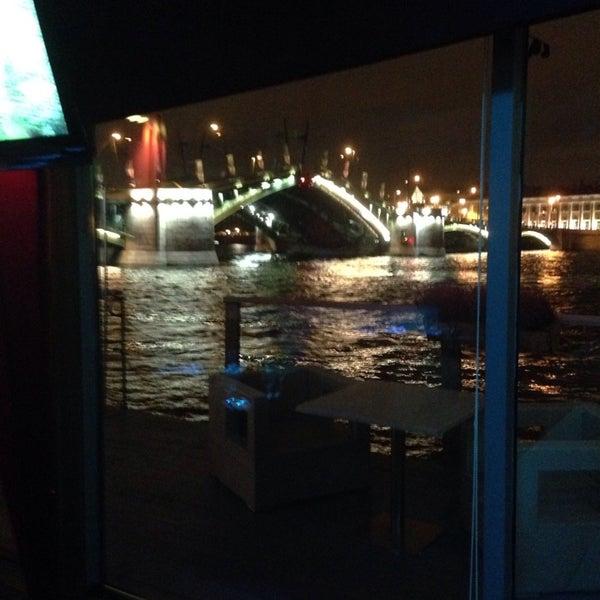 Снимок сделан в DoZari / Дозари шоу-ресторан на воде пользователем Никола 9/28/2014