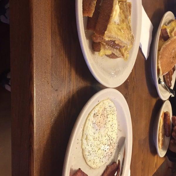 Foto tirada no(a) Original Pancake House por Constance R. em 10/25/2016